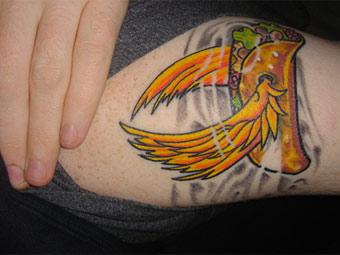 Эта татуировка является своеобразным купоном на скидку в закусочной.