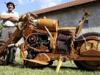 Мотоцикл из рогов и дерева